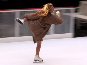 olympic-gold-medalist-tara-lipinski-performed-an-awesome-big-lebowski-themed-skating-routine